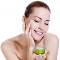 Có nên bôi kem dưỡng ẩm da vào ban đêm không?