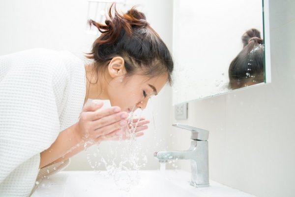 trị mụn ẩn dưới da