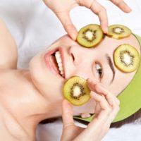 Kiwi trong điều trị mụn