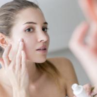 Tại sạo cần dùng riêng kem dưỡng da ban ngày và ban đêm?
