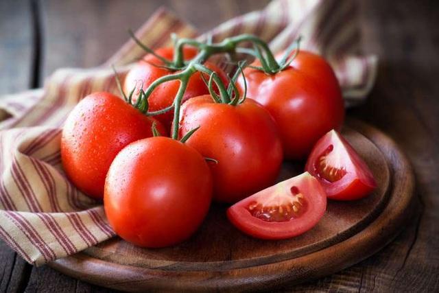 Cách dưỡng trắng da mặt bằng cà chua