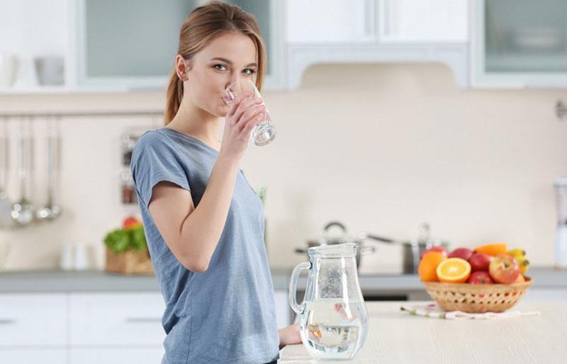 """Nước là cách tự nhiên, an toàn và hiệu quả để """"lọc"""" sạch da"""
